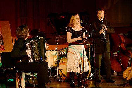 zdjęcia <b>Sarakina</b><br>koncert z okazji X-lecia działalności zespołu<br>Filharmonia Białostocka